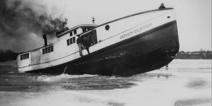 THE DOVER CLIPPER BREAKING ICE - 1950