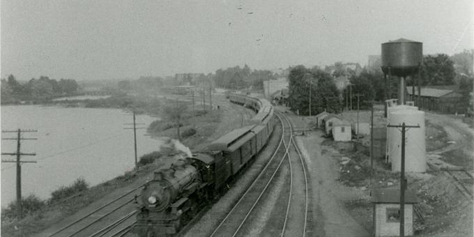 Train heading west through Waterford